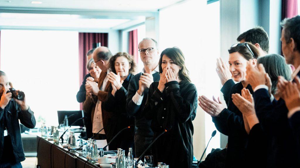 Applaus für Iris Berben / © Florian Liedel · Deutsche Filmakademie