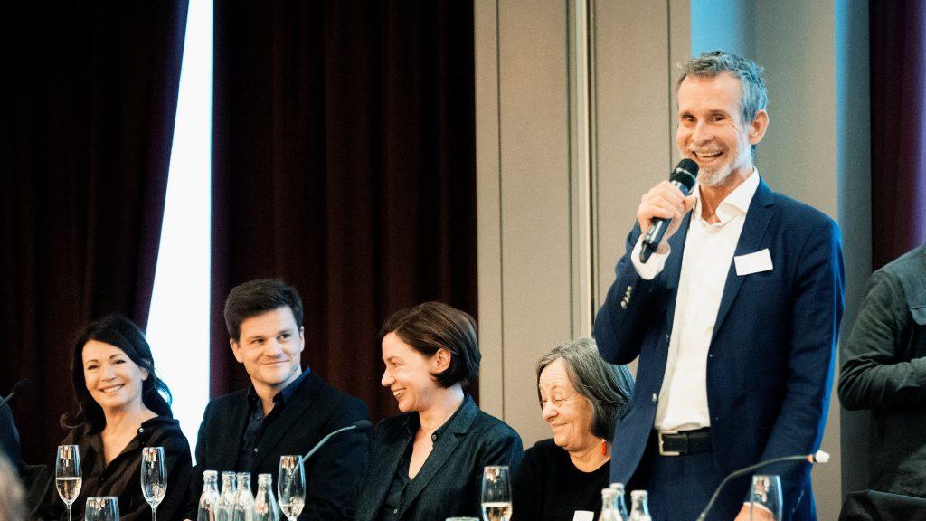 Der neugewählte Präsident der Deutschen Filmakademie Ulrich Matthes / © Florian Liedel · Deutsche Filmakademie