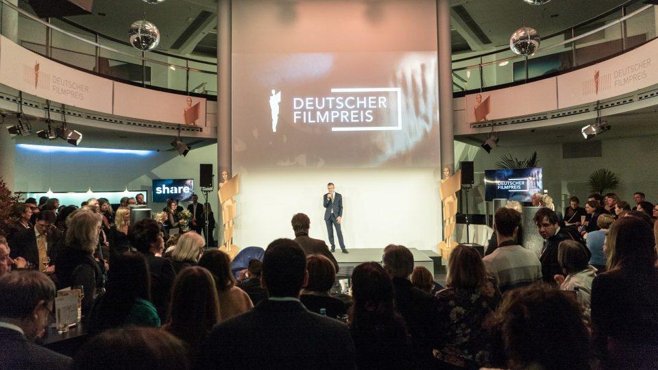 Ulrich Matthes auf der Bühne · © Mattia Tezzele / Deutsche Filmakademie e.V.